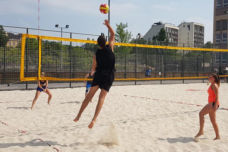 Turnaj v plážovém volejbale dvojic