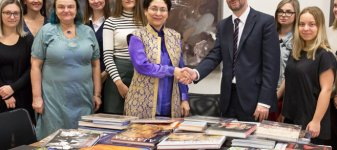 India's Ambassador Gifted 100 Books to MUP